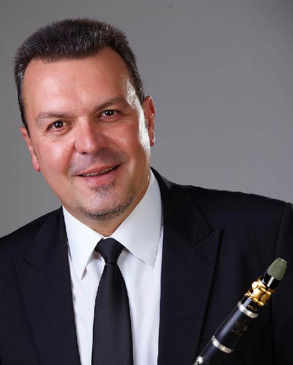 Juan A. Ferrer.